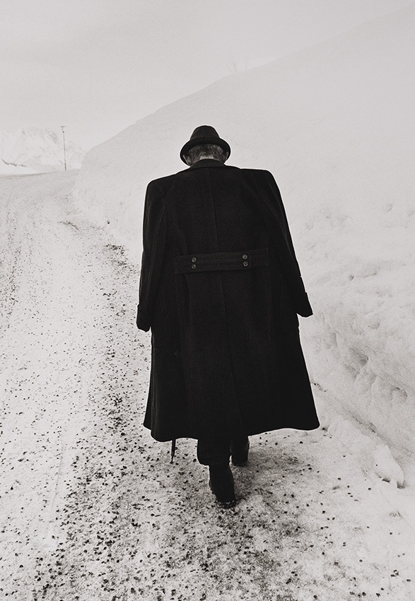 Man against Snow (1974)